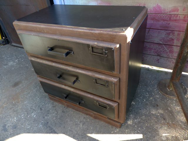brocante industriel mobilier relook vintage repeint industriel d co vintage. Black Bedroom Furniture Sets. Home Design Ideas