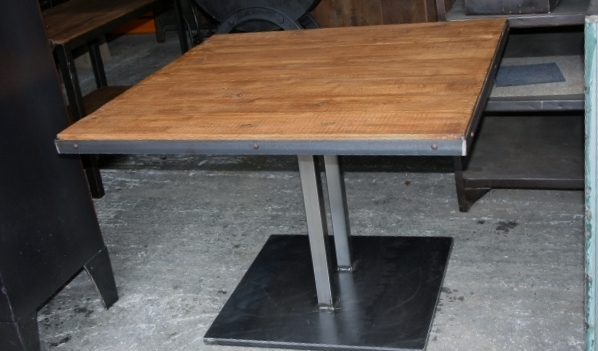 tablee style industriel pied central