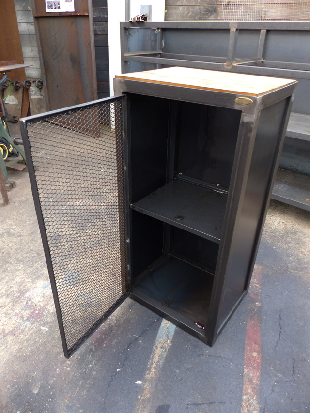 Brocantetendance fabrication sur mesure mobilier for Petit buffet industriel
