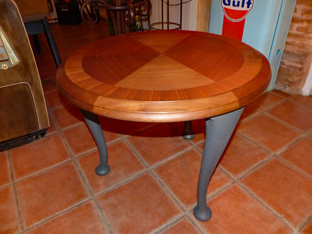 Table d`appoint 1970