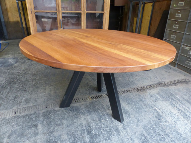 table ronde industrielle tripode sur mesure